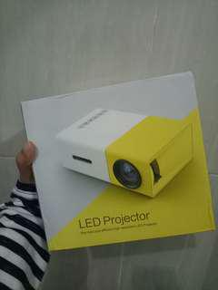 LED Projector mini