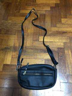 🚚 Small sling bag
