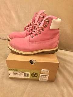 Timberland 粉色中統靴