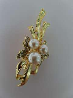 BN classic sweet floral pearl brooch