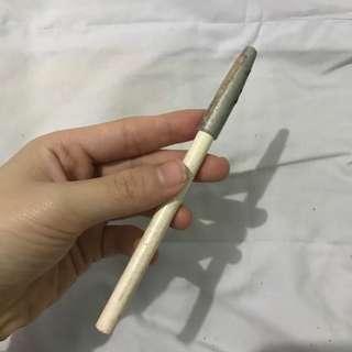 Eyeliner pencil putih