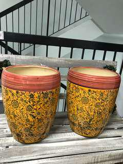 Pots with printed design