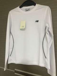 全新吊牌在白色new balance台灣製造長袖T尺寸M