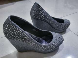 Gray Silver Wedge Close Shoes
