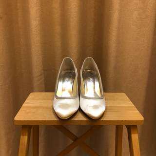 Brand new ivory satin heels