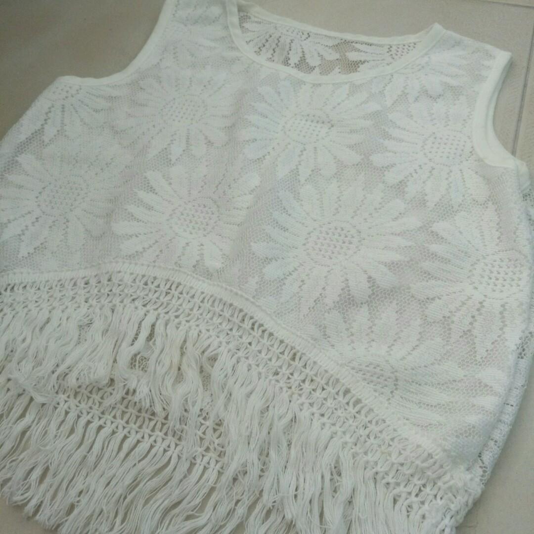 3d5b6728bff342 BN White Crochet Top x sunflower