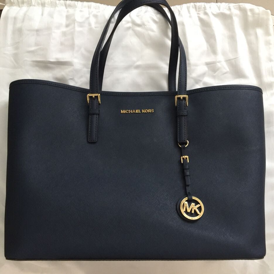 4eb55a883c606 Michael Kors Jet Set Travel Large East West Tote