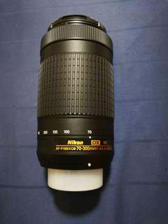 Nikon 70-300 mm f/4.5-6.3 telephoto lens with Image stabilization