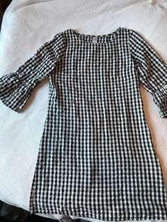 Bell sleeve gingham shift dress