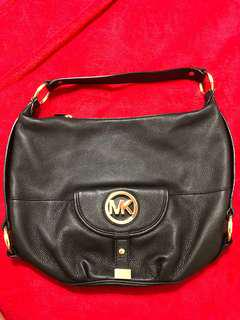 Michael Kors handbag Selling my Original MK. Great condition . It's from a my smoke and pet free house.$70 the lowest I can sell ! Selling it because it's sitting on my closet