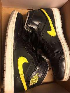 Air Jordan One Vibrant Yellow & Black ⚡️