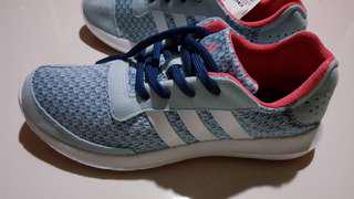 New Adidas cloud foam running shoes (100% original & new)
