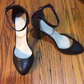 Black Le Chateau Heels Size 8