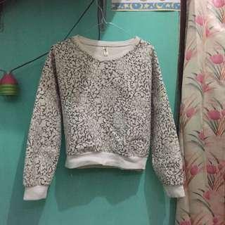 Sweater crop floral
