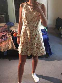 Cream Floral Dress Size XS-S
