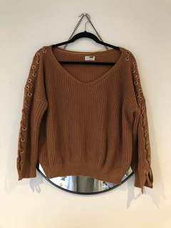 Knitted jumper with lace side detial