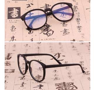 Replaceable eyeglasses