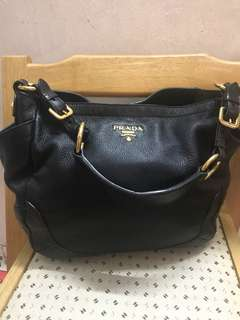 Authentic Prada  leather bag,85%new,good conditions as pic ,size 35*20*12cm