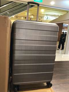 29inch luggage with manufacturing defect
