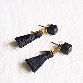 🚚 *instocks* HARRELL TASSEL EARRINGS