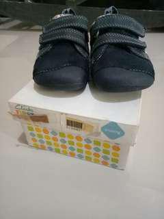 Prelove Clarks first shoes ukuran euro 20 (5-12months)