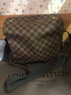 Authentic Louis Vuitton bag , 85%new, with dust bag and paper bag, good conditions , size 27*22*13cm