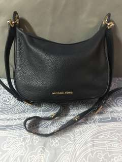 Authentic Michael kors  bag,85%new,good conditions,size b25*20*12cm,strap is 90cm