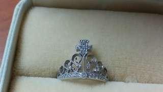 18k白金碎鑽石王冠戒指