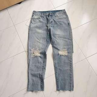 🚚 Vintage Ripped Boyfriend Jeans