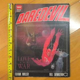 DAREDEVIL 夜魔俠 - Marvel Graphic Novel - LOVE and WAR 故事編輯 Frank Miller 美術 Bill Sienkiewicz 全人手水彩繪畫 1990年美國印刷 全書124頁