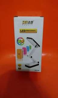 🚚 LED摺疊式充電檯燈