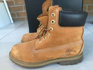 Timberland 6inch Premium Waterproof Boots size 7.5