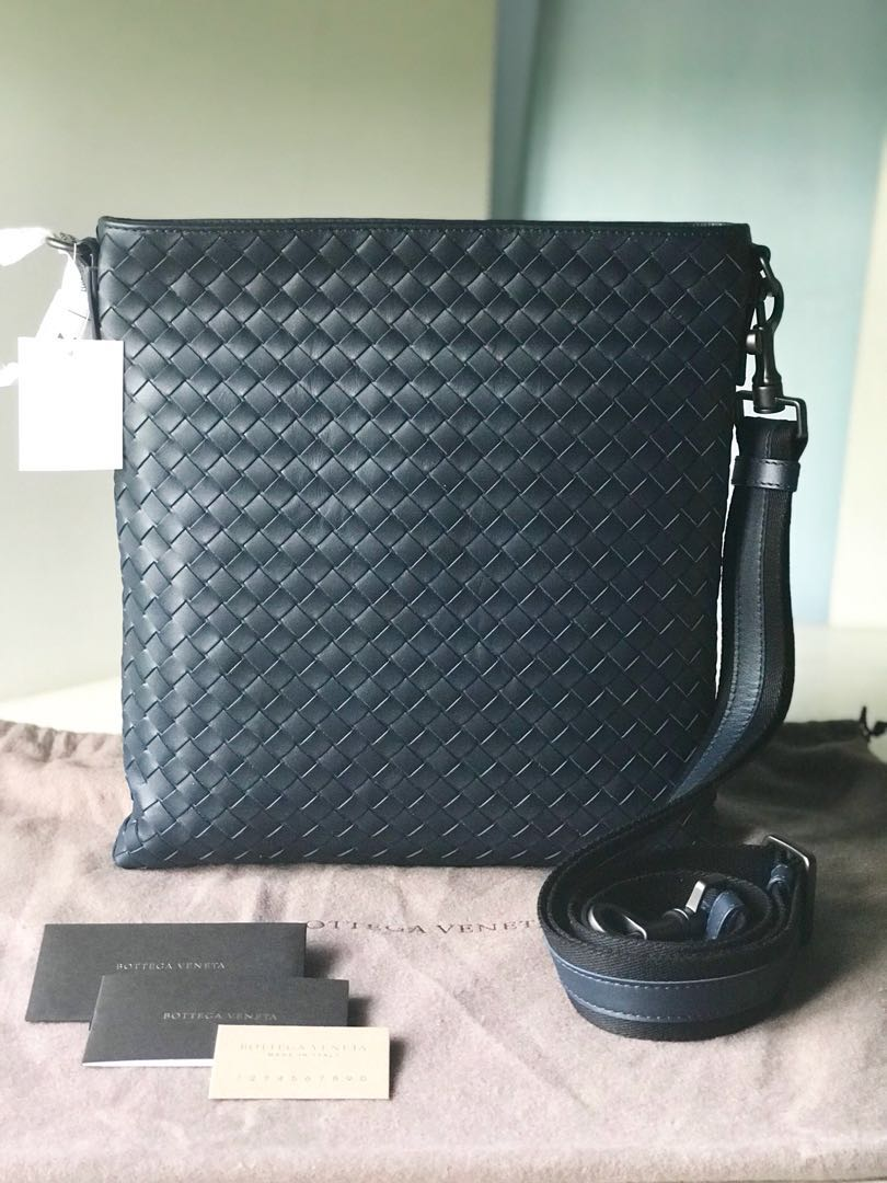 aa4bdd884bd Bottega Veneta Messenger Crossbody Sling Bag, Luxury, Bags   Wallets, Sling  Bags on Carousell