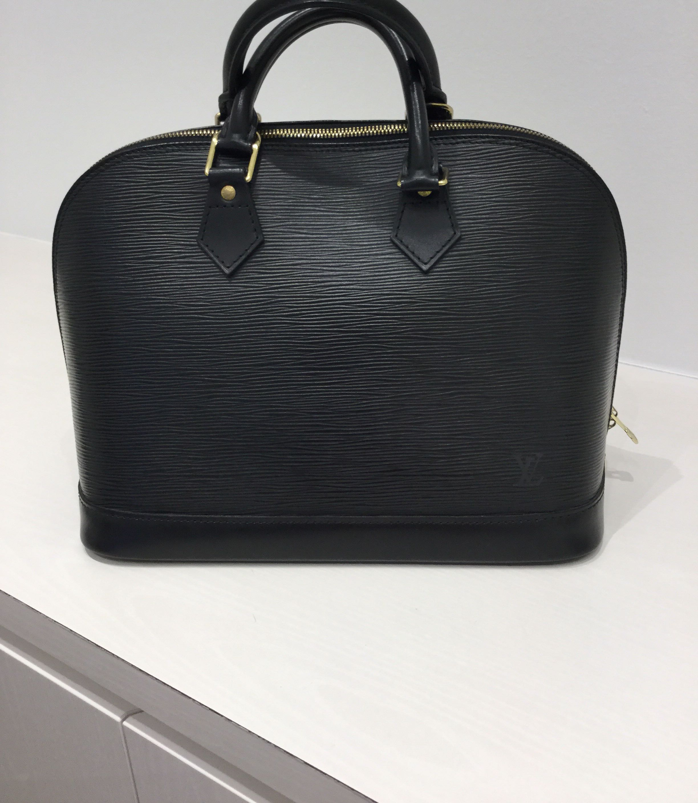 4676b33ca8b5 Louis Vuitton Alma Epi Leather PM