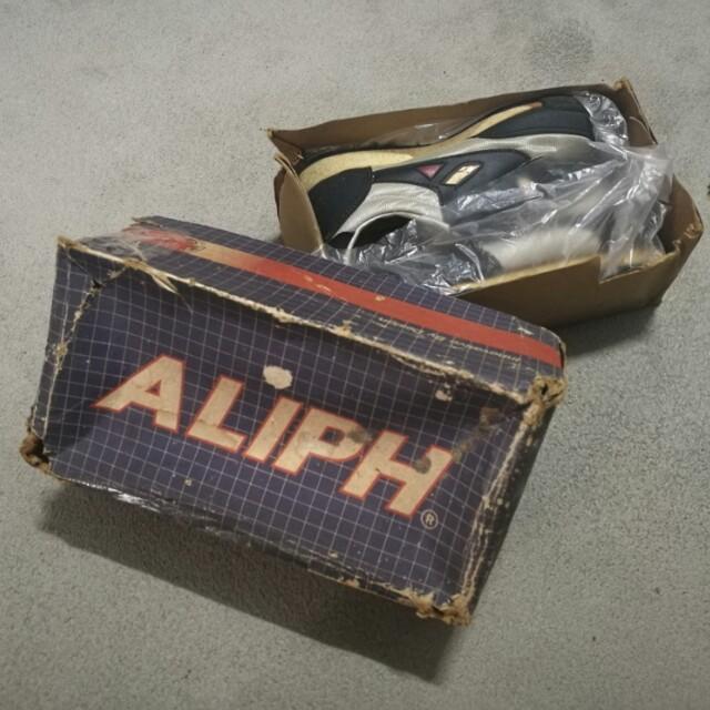 f3ff05b6817f4 Vintage NOS ALIPH kids shoe size 13