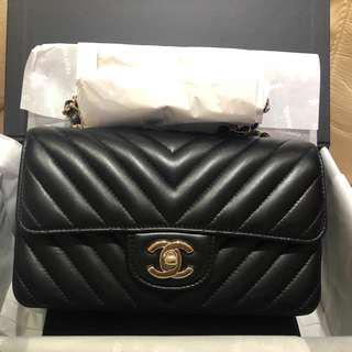 購自專門店 Chanel mini 20cm cf 山型紋 黑色 羊仔皮