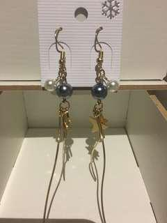 Dangling earrings, gold with pearls.