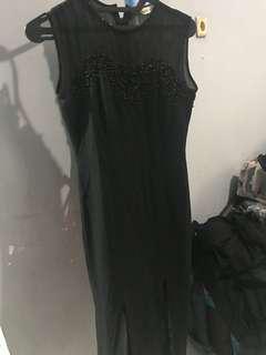 Dress cantik. Payet black. Panjang 126 cm. Lb tangan 8 centi,Ld 36 cm,Lp 34 semua tgl hitung keliling aja. Bagus elite bgt!
