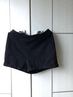 Plain High-waisted Black Shorts