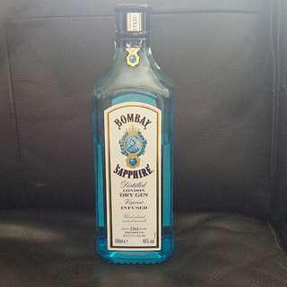Bombay Sapphire distilled dry gin