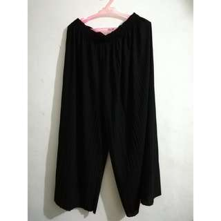 Pleates square pants - used once