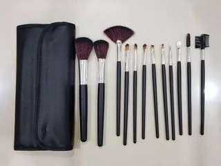 Black Brush 12 Set + Pouch