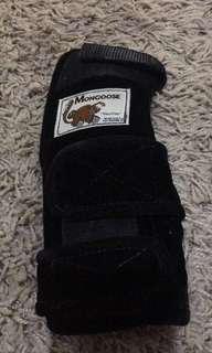 Preloved mongoose RH bowling hand guard (black)