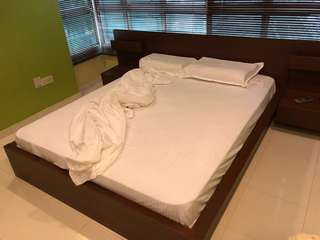 White hotel-like queen bed linen set with duvet cover