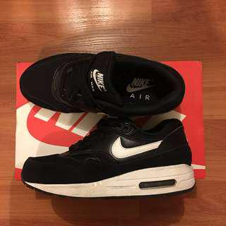 Nike air max 1 essentials | size 5