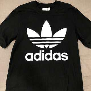 🚚 Adidas 經典logo短踢 99%new