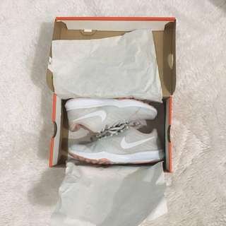 Nike trainers rubber shoes sneakers