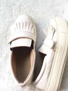 Sepatu merk the sandals