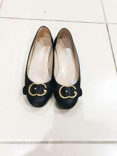 GUCCI black flats with GG logo 38 EU