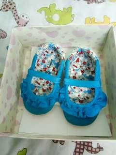 Sepatu baby blue